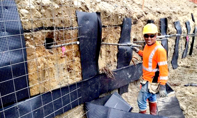 http://www.dmidrilling.com/wp-content/uploads/2017/10/shotcrete-sn-const.-wire-meshdrain-fabric-placement.jpg